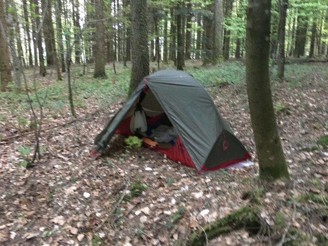 026 – Mein Abenteuer Alpenüberquerung – Die erste Nacht im Zelt allein im Wald